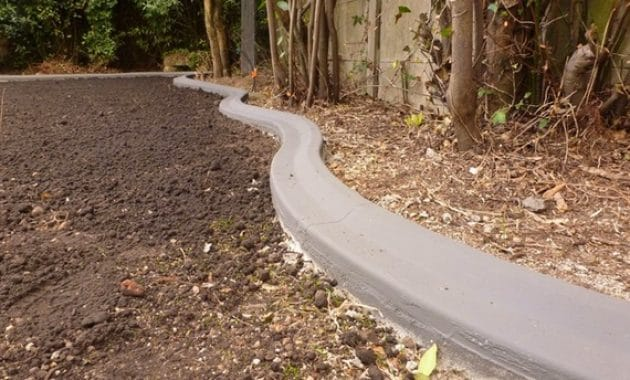 Les bordures de jardin bordure jardin for Bordure fenetre beton